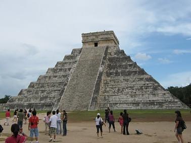 Kukulcan pyramid in Chichen Itza.