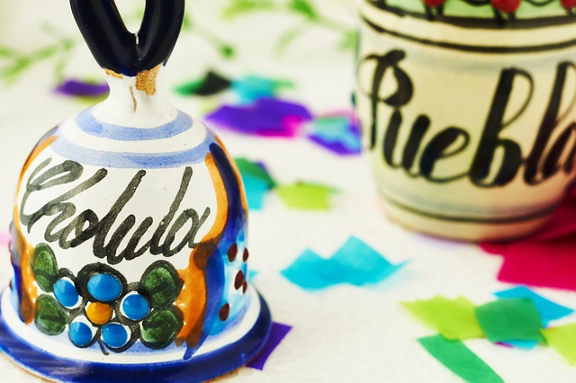 A couple of Talavera souvenirs with the words Puebla and Cholula written on them.