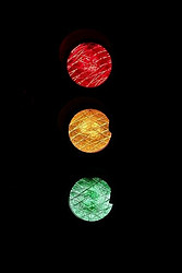Traffic light with red, yellow and green from top to bottom.