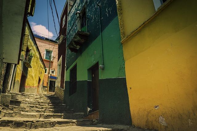 A colorful alley in Guanajuato.