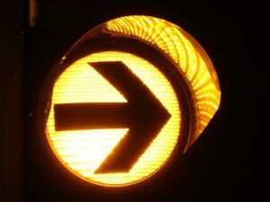 Orange traffic light with an arrow pointing to the right.