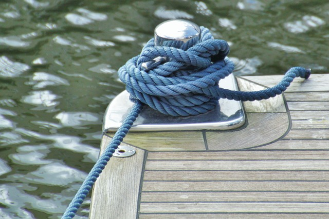 A blue rope tied to a dock pole.