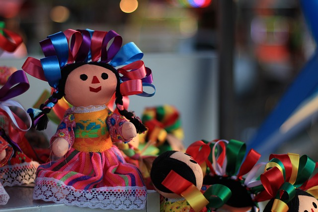 Various colorful Mexican dolls with bows in their heads.