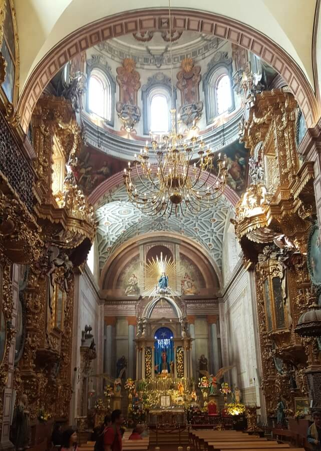 Interior of a church decorated with gold.